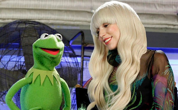 lady-gaga-the-muppets-holiday-special