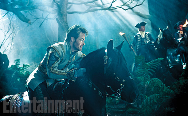 Into-the-Woods-Chris-Pine